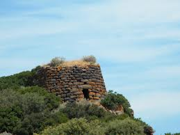 Nuraghe majore : on the road to Erula.
