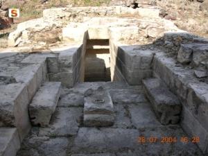 Sacred well: vestibule details.