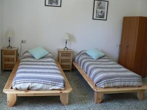 2 beds small